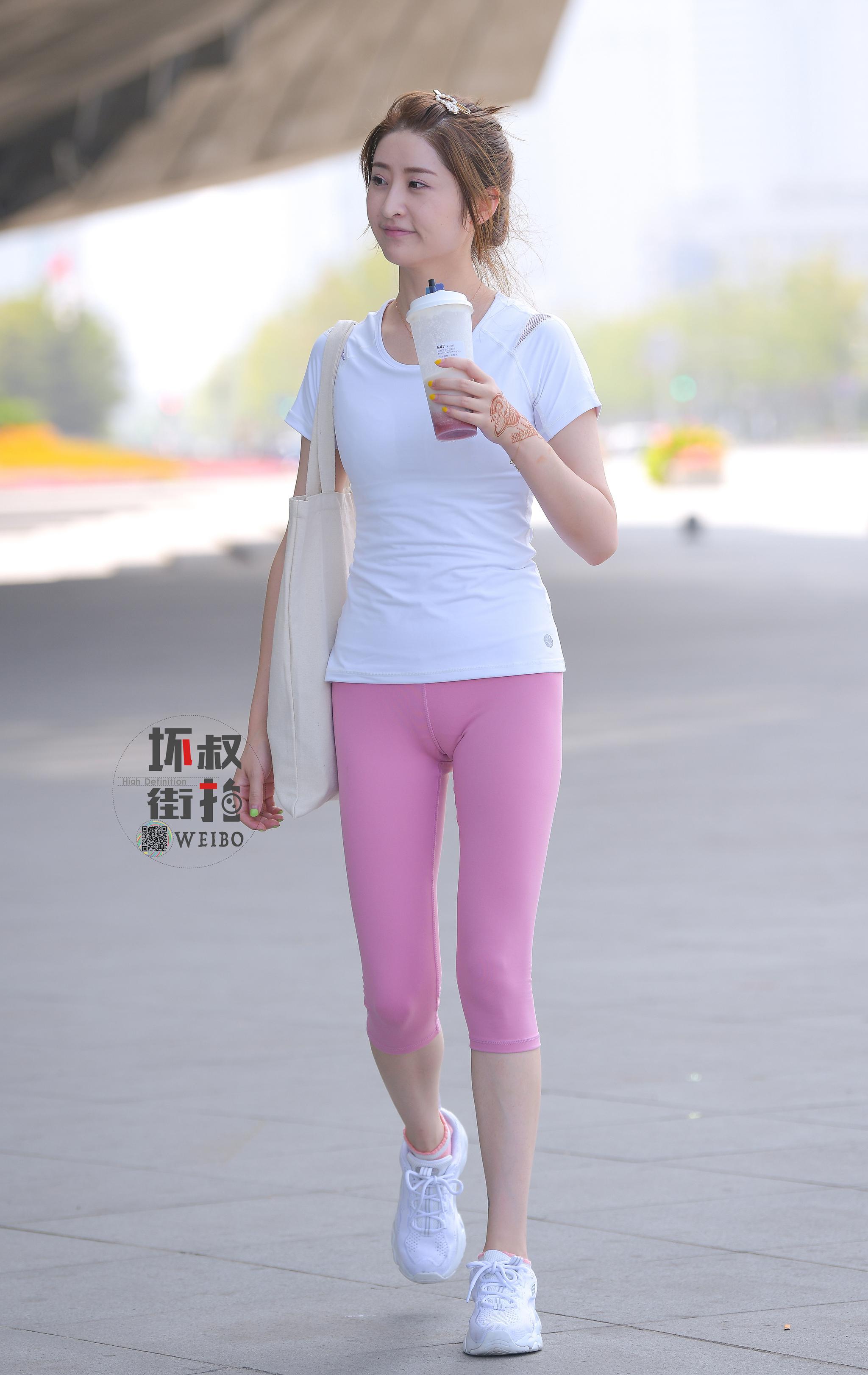 遇见清纯粉色系小姐姐