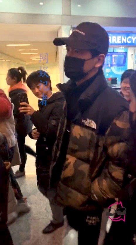 东京北京,罕见的不走v口,可想而知他走普通口是什么场景