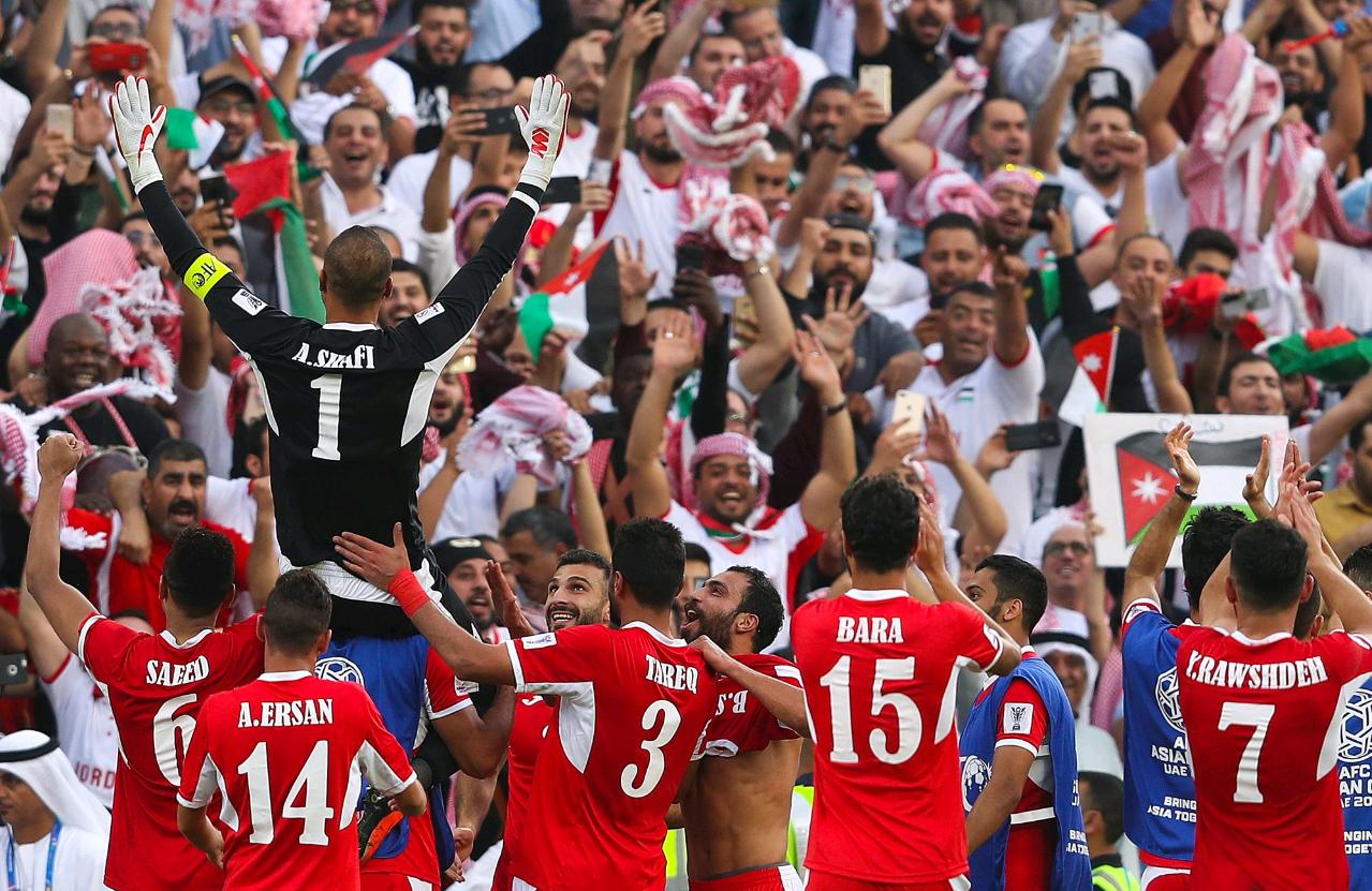 亚洲杯首支出线队诞生!一场2-0踢出队史新纪录 有望成超级黑马