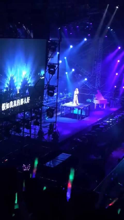 庄心妍演唱会ING....现场气氛比预期好,