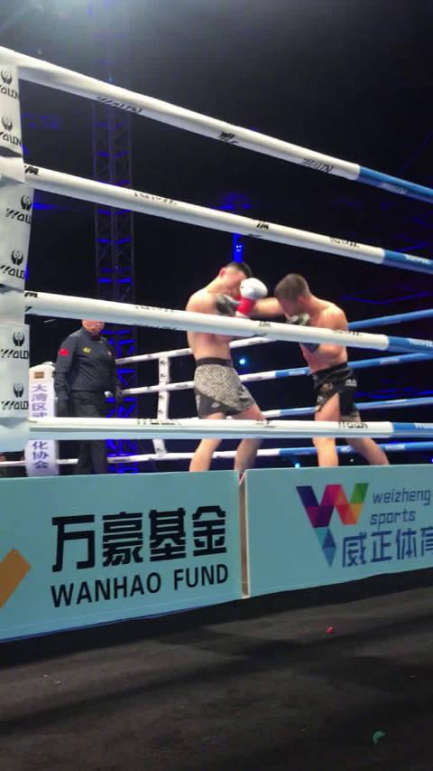 《武林风》2020全球功夫盛典65公斤级超级战中,王鹏飞对阵马克西姆
