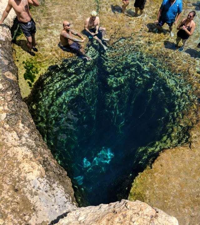 美国德克萨斯州著名景点,多年生岩溶泉Jacob's Well。