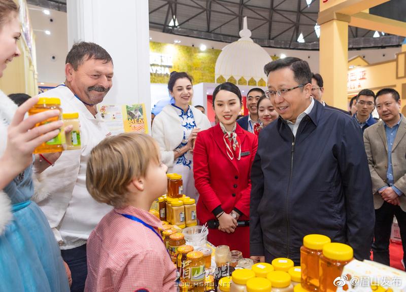 慕新海赴第十七届中国食品安全年会暨第十一届中国泡菜食品国际博览会