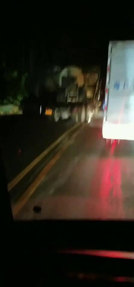 刚刚,国道205东源县灯塔镇黄土岭路段发生交通事故