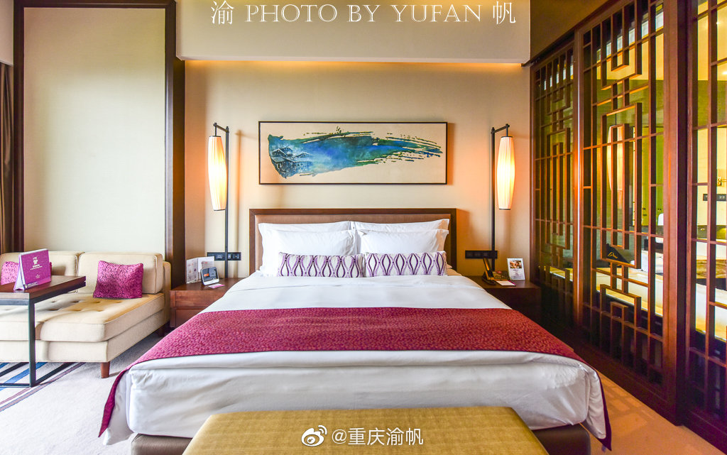 今晚入住重庆经开区的保利皇冠假日酒店