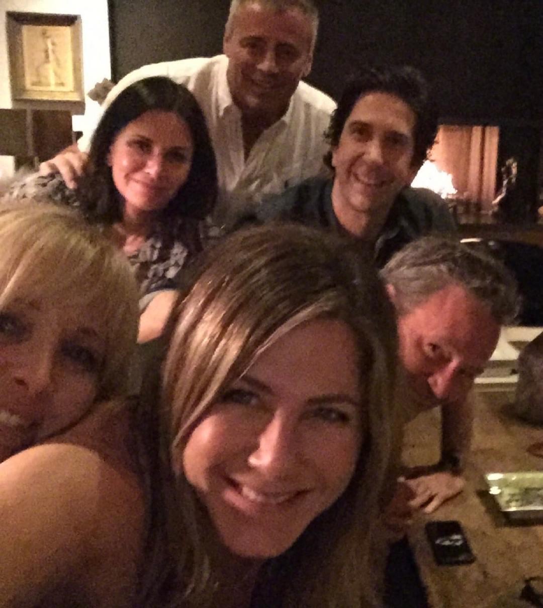 珍妮弗·安妮斯顿(Jennifer Aniston)在其ins上发布《老友记》六人重