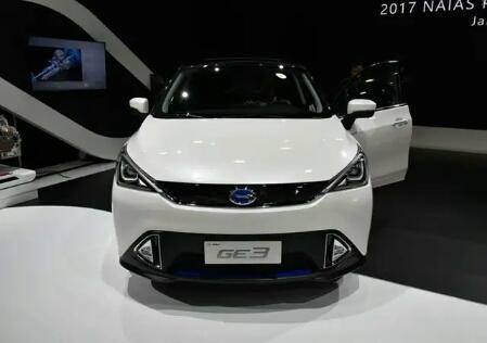 这纯电SUV外形个性,内饰活泼,续航410KM,不足13万!