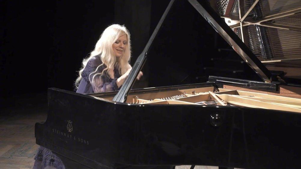 """瓦伦廷娜·李斯蒂莎钢琴:柴可夫斯基《 四季》二月""""狂欢节"""""""