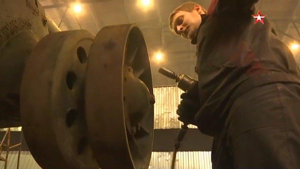 俄罗斯圣彼得堡第61装甲修理厂目前正在整修T-34坦克及SU-100自行火炮