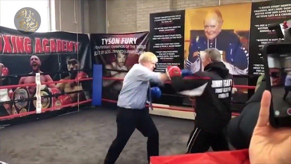 看看英国首相鲍里斯的拳法如何?
