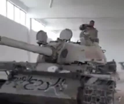 中东越来越乱,土耳其不敢独霸利比亚,阿尔及利亚坦克整装待发