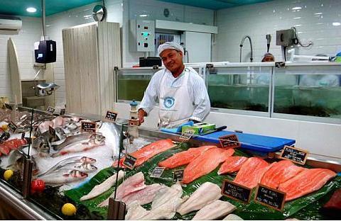 去过迪拜菜市场吗?生蚝帝王蟹什么都有,你绝对绝对想象不到!