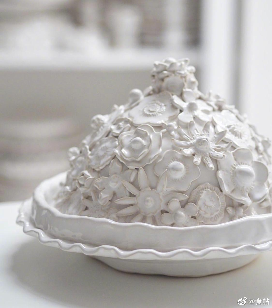 Marigold And Lettice是一家专注手工制作白色食器的品牌