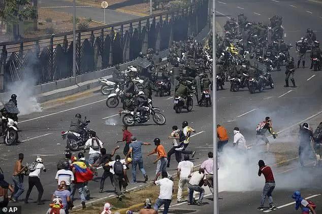 委内瑞拉政变未遂 部分政变领导人躲入各国使馆