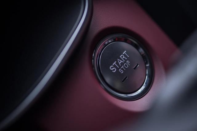 试驾新款名爵6 Trophy竞技版 运动属性不变,配置进一步提升!