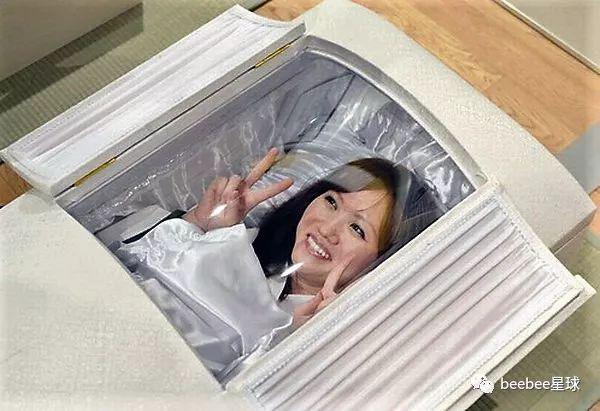 做棺材的山东老板掌控了日本人死后的体面