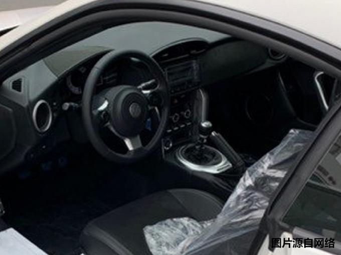 丰田新款86到店实拍!27.78万实现跑车梦,这价格还买C级、3系吗?