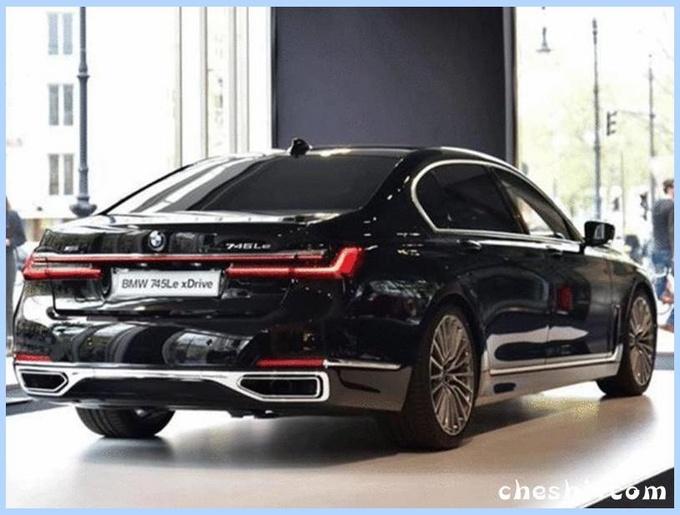 宝马新款7系到店实拍,配激光大灯,比奔驰S级还要帅,居然才卖这个价?