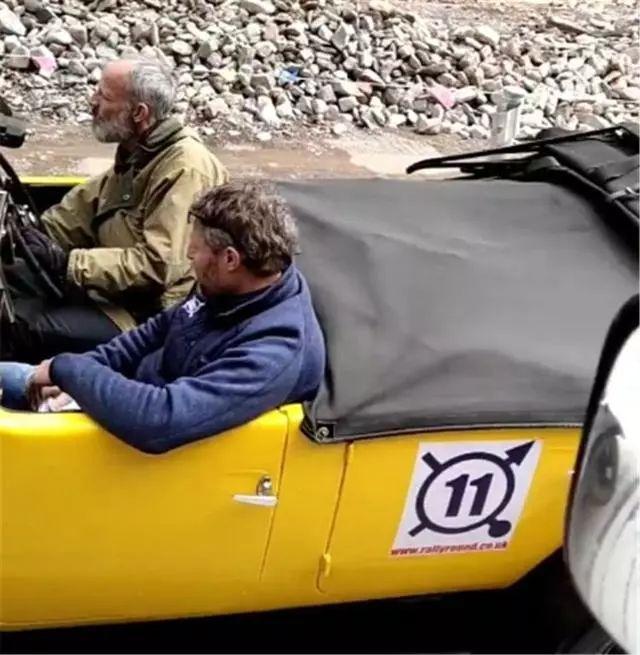 首台248万摩根Plus跑车进藏,车主是外国人,车标竟值6位数!