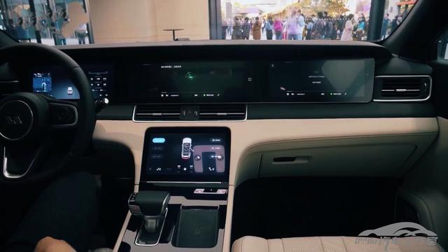理想ONE到店实拍 续航800公里 32.8万元中大型7座SUV