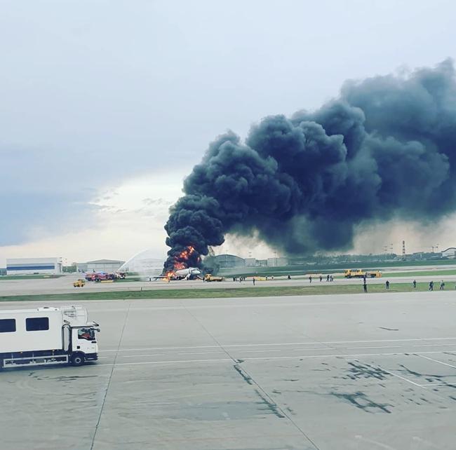 俄谢尔梅捷沃机场一飞机迫降后起火造成1死4伤