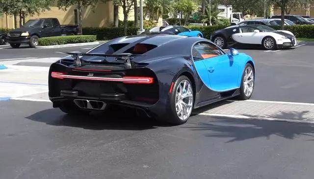 停车场看到一台布加迪CHIRON,网友:把旁边那2台给我就行