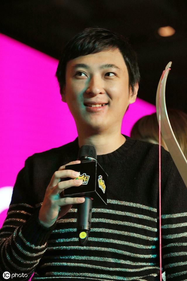 王思聪被称为娱乐圈纪检委,为何他多年微博置顶大张伟一事