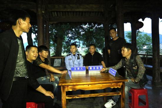 20名民警如何服务8.7万人?温州岩头镇让村民当警务助理