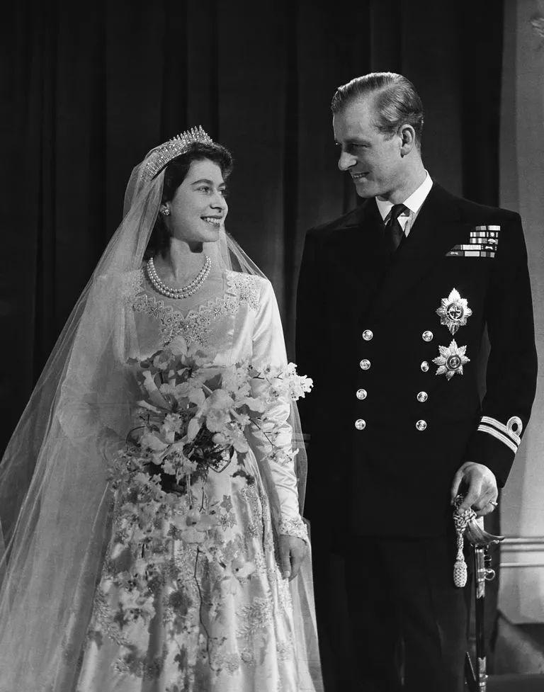 伊丽莎白二世与菲利普亲王结婚照片