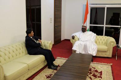 驻尼日尔大使张立军会见蒂尼议长