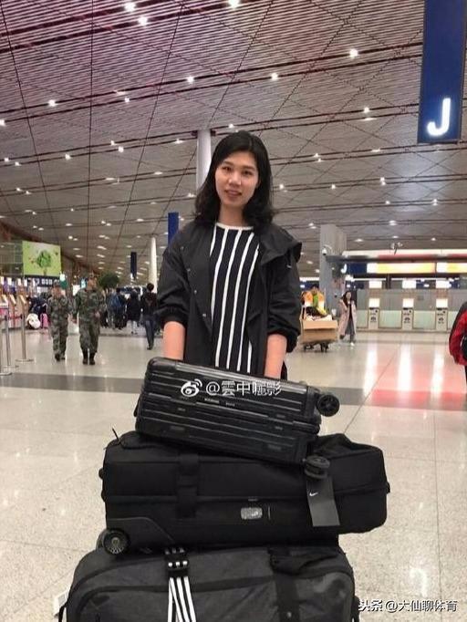 感动!朱婷回国后频繁和徐云丽出镜,原来她们俩有这么感人的过往