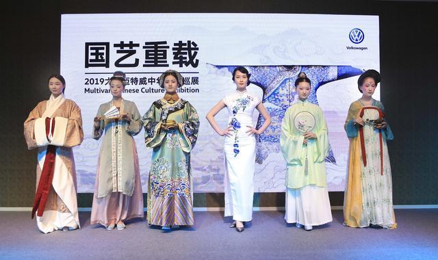 当70年迈特威遇上五千年中国衣冠