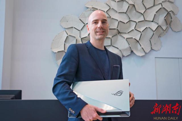 ROG联手BMW Group Designworks 跨界 新形态游戏本展现超跑设计