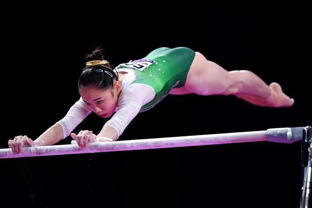 范忆琳意外失手 刘婷婷摘全锦赛女子高低杠金牌 肖若腾夺一金一银