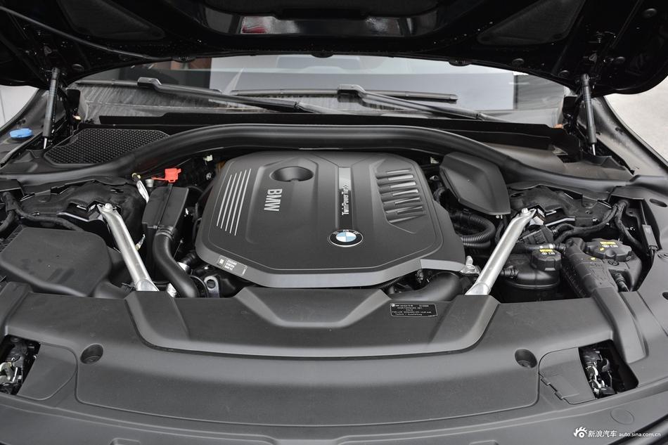2018款宝马7系740Li 3.0T自动尊享型M运动套装xDrive
