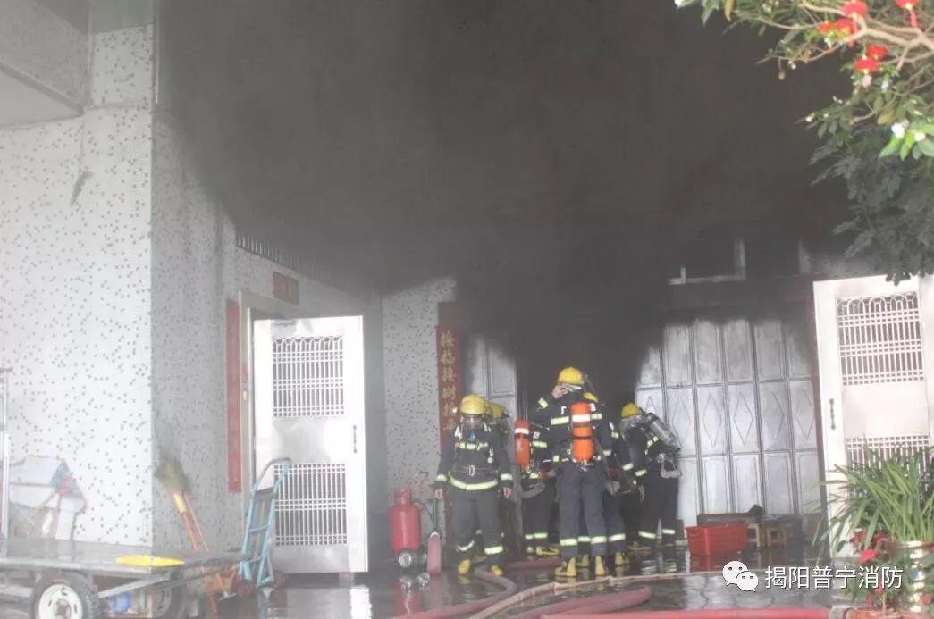 普宁某楼房v楼房课堂有人被困,消防动用qq大火cad家具设计定制班图片