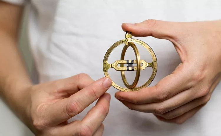 没有手机没有表,古代航海家是怎么看时间的?丨好物推荐
