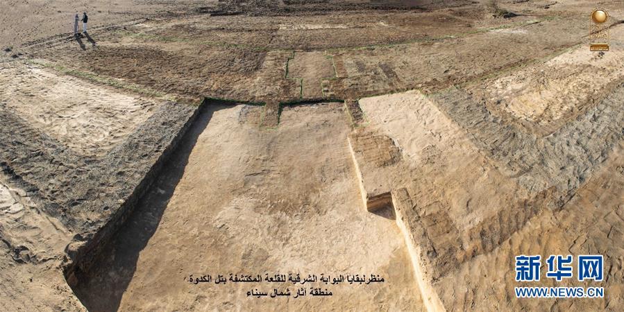 埃及考古队发掘出法老时期军事城堡 军事城堡内文物亮相
