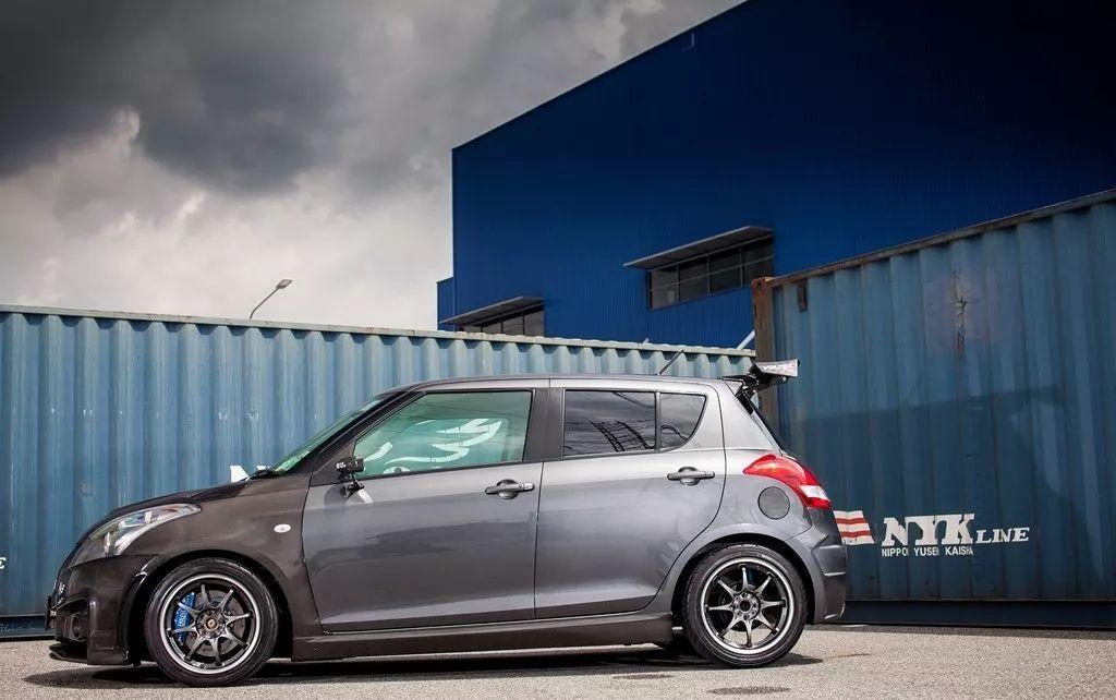 这台不到10万的轿车,车头竟然都是碳纤维材料!