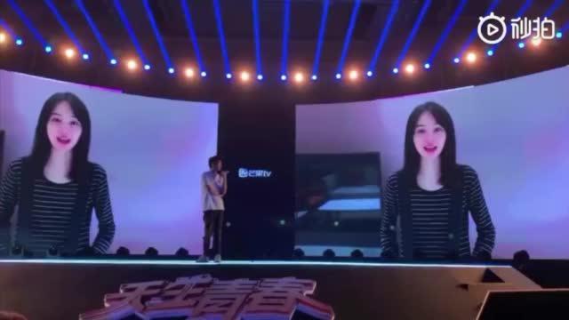 郑爽确认参与综艺节目《女儿们的恋爱》第二季。现场爽爸现身