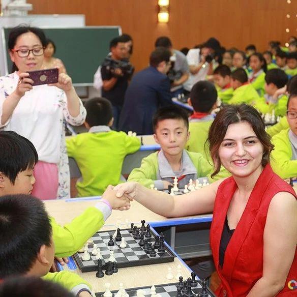 IMSA国际象棋大师进校园:列科和霍特纳什维利来到衡水实验小学