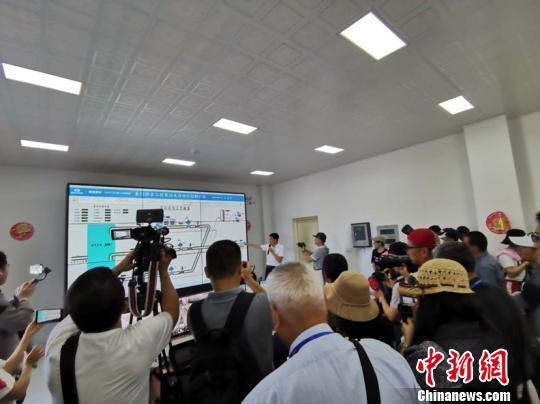 兩岸媒體記者瞭解福建晉江向金門供水最新情況。鄭江洛 攝 鄭江洛 攝