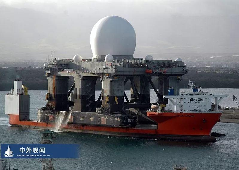 """""""蓝色马林鱼""""号半潜船遭海盗洗劫"""