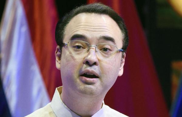 菲律宾外长洛钦( Teodoro Locsin) 东方IC 资料
