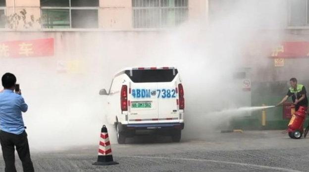北汽威旺407EV因使用劣质电池频繁自燃,新能源汽车还能买吗