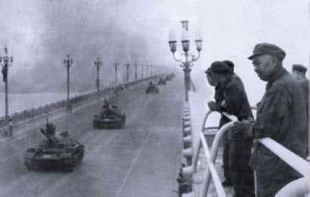 南京长江大桥建成后,许世友却为何调来一批坦克