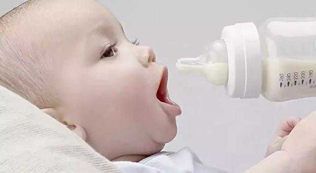 因为给儿子喝国产奶粉,我被全家怼到体无完肤……