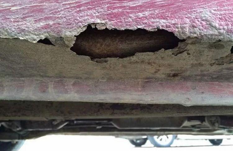 又一黑心国产车被揪出,车身骨架被锈穿,车主:到不了强制报废
