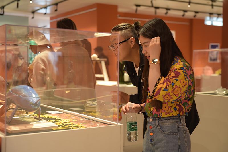 上海大学生为工艺美术插上年轻的翅膀