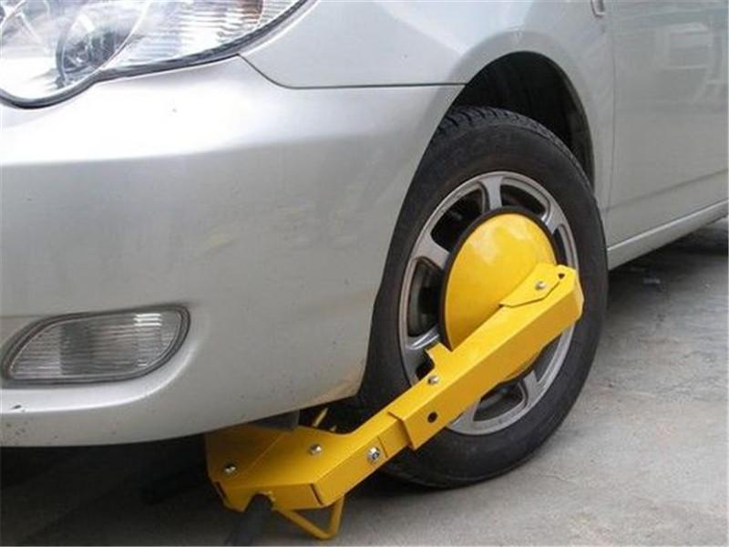 """轮胎被""""恶意""""锁住,别急着叫拖车,不花一分钱几分钟就可解决!"""